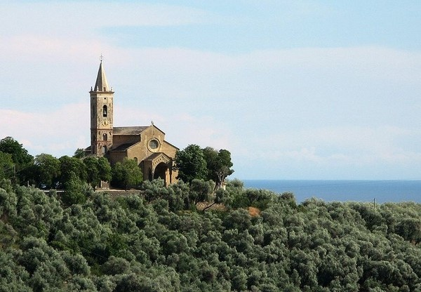 Le più belle chiese per dire 'sì' (parte 2) - Antichissime, nascoste, arroccate o a strapiombo sul mare
