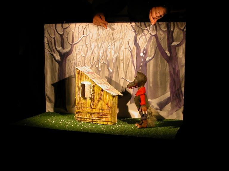 """Domenica 22 gennaio, Cicagna: al Teatro della FOntanabuona ore 15.30 L'Opera delle Marionette presenta I Tre Porcellini ovvero """"chi la fa l'aspetti, Lupo, questo è il motto d'ogni pupo!"""""""