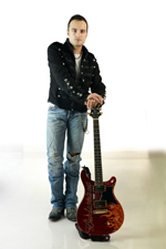 Michele Cusato, da Sori alla conquista dei Deep Purple: chitarrista autodidatta vince il concorso internazionale e diventa elemento della tribute band ufficiale