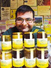 MIELE, CHE PASSIONE! Andrea, a 16 anni si innamora delle api e oggi è tra i più giovani apicultori