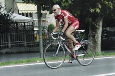 La vita incredibile di Giorgio Molinaris: a 80 anni macina 1000 chilometri al mese in bicicletta