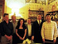 Da sin: Graziano e Graziella della Azienda U Pastine, tra loro Enrico Sala; al centro Renato Collu e a seguire Sergio Circella e Maurizio Stagnitto