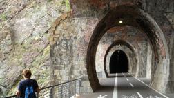 Una meraviglia scavata nella roccia: la ferrovia ora è una splendida passeggiata da godere a piedi o in bicicletta