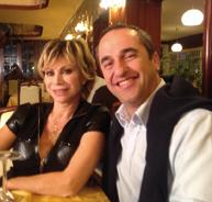 E' recchese il nuovo marito di Carmen Russo: Andrea Carretti recita la parte nel film in cui compaiono anche lo stesso Enzo Paolo Turchi e Angelo dei Ricchi e Poveri
