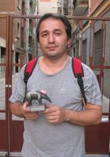 Rischia il carcere per un minuto di protesta pacifica: Tappiro d'ardesia alla libertà di opinione