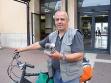 Mi resta solo la bicicletta: Tappiro d'ardesia a Esaurino, disposto a vendere un rene per campare Sogna che qualcuno gli doni un'auto usata per poter lavorare e tornare  a una vita dignitosa