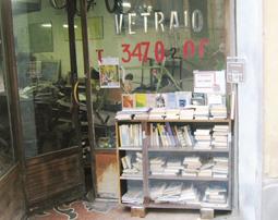 Bookcrossing: A Bogliasco i libri si prendono gratuitamente... dal vetraio!