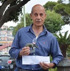 """Pulisce la fontanella: multato. 115€ """"per aver deturpato e danneggiato un bene pubblico"""" - Tappiro D'Ardesia a Gianni, il """"talebano"""" del volontariato di Recco"""