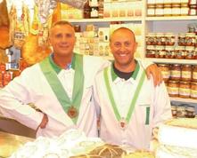 """Dai formaggi dei nonni contadini alla bottega consacrata tra le migliori d'Italia. La storia dei cugini Mauro e Gianluca e della loro """"THE BEST"""", da 25 anni un'eccellenza di Chiavari."""