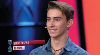"""Dal giardino di casa agli show nel mondo e """"Tu si que vales"""": Mirko Cesena, ha 16 anni il pilota di elicotteri radiocomandati Campione del Mondo. Uno sport che gli ha portato bene anche a scuola e che già promette un lavoro a pilotare droni"""