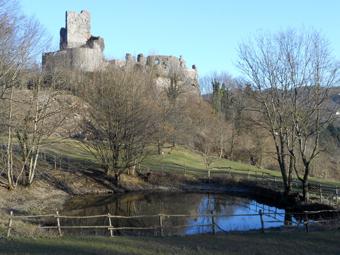 Torriglia, il paese che sorge tra un castello... e un canestrello