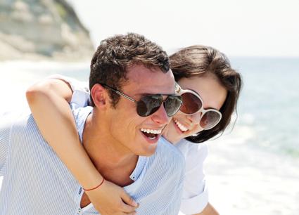 Sapevate che gli occhiali da sole vanno fatti su misura? Ecco perché e il test (gratuito) per sapere quali sono le lenti giuste per ognuno di noi