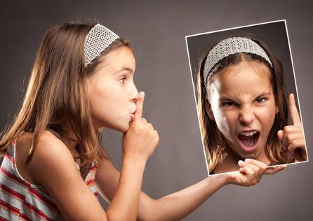 """Il lato oscuro della """"amabilità"""". Rinunciare alla rabbia può portare stati ansiosi, attacchi di panico, ulcera, colite, pensieri ossessivi e comportamenti compulsivi (shopping, gioco d'azzardo...)"""