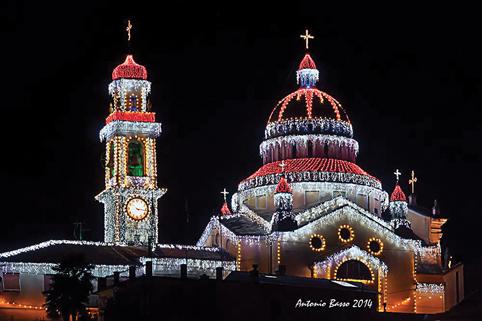 Prima delle luminarie: quando a illuminare le feste di paese c'erano solo lumini a olio creati a mano