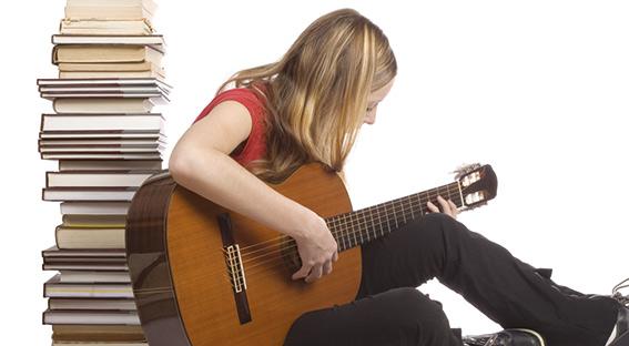 Fontanabuona: a scuola arrivano i corsi di oboe e chitarra, disponibili 15 posti