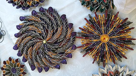 L'ARTISTA DELLE CAPSULE DI CAFFE' - Con questi scarti Francesco crea oggetti d'arte,  accessori, complementi per la casa e bijoux