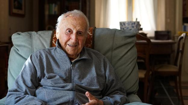 """Il Dott. Carlo Toni, dentista fino a 99 anni, ora a 103 anni si divide tra le sue piante, i libri e internet: """"Sto leggendo la storia di Firenze, molto interessante!"""""""
